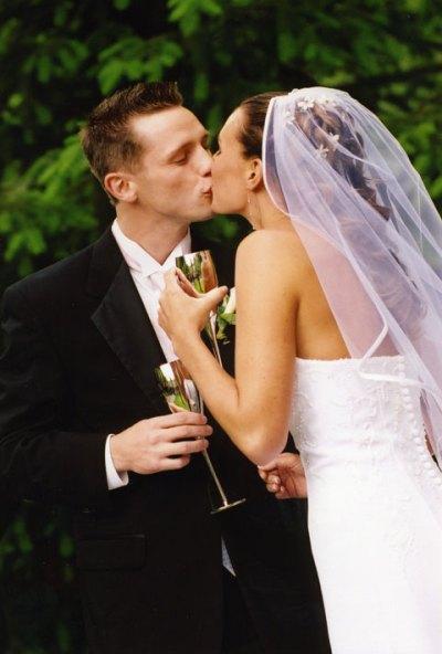 jen-owen-kissing.jpg