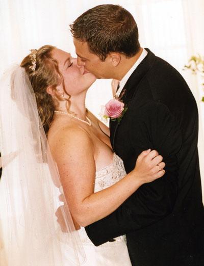 lm-the-kiss.jpg