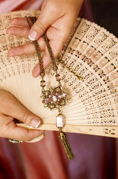 necklace-fan.jpg