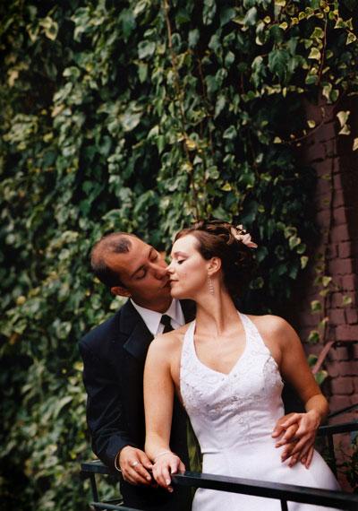 ns-kissing-in-ivy.jpg