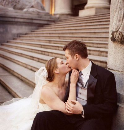 kissing-on-the-steps.jpg