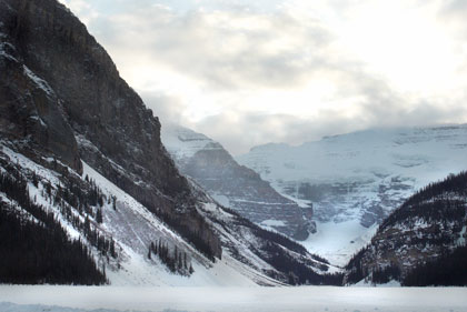 lake-louise-mountains